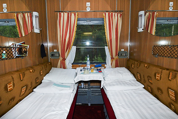 The tsar 39 s gold luxury trans siberian train for Trans siberian railway cabins